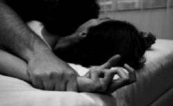 أربعيني متزوج من أربعة يحاول اغتصاب شقيقته!
