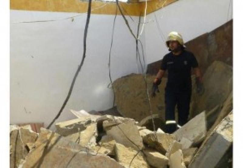 الشميساني: 3 اصابات بانهيار سقف وجدار في