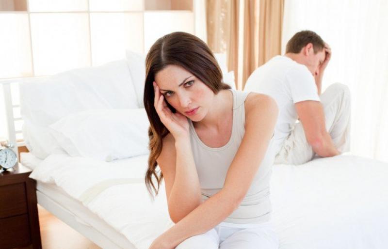 أثناء العلاقة الحميمة زوجك يناديك باسم زوجته الأولى.. كيف تتصرفين؟