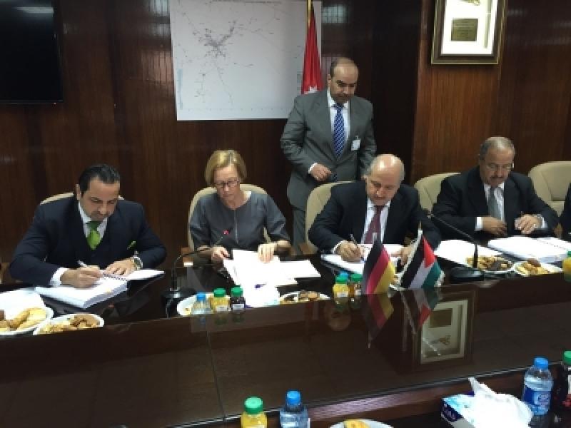 الناصر: اتفاقيات جديدة لتنفيذ مشاريع مياه وصرف صحي بقيمة 32 مليون