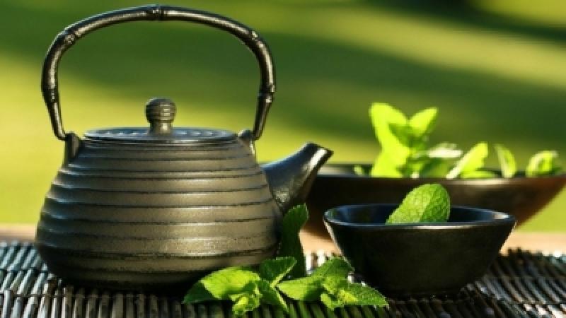 أربعة أمور يجب أن تعرفوها قبل شرائكم الشاي الأخضر... إياكم والمنكّه منه