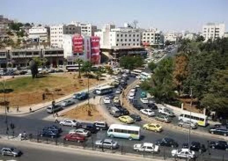 مواطن يحذر من امرأة موجودة بالقرب من إشارات الجبيهة  !!!