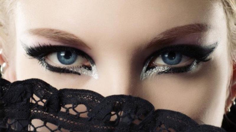 أهم مستحضرات التجميل لـ مكياج العيون