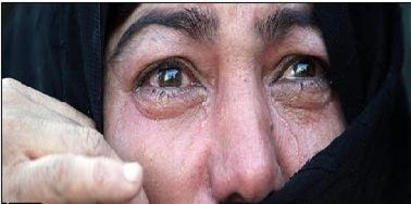 مواطنة تعثر على وصية من ابنها المتوفي منذ عامين وتنهار بكاءً لما كان مكتوب فيها !