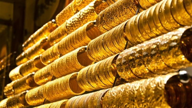الذهب يرتفع مع استمرار الضغوط على الدولار