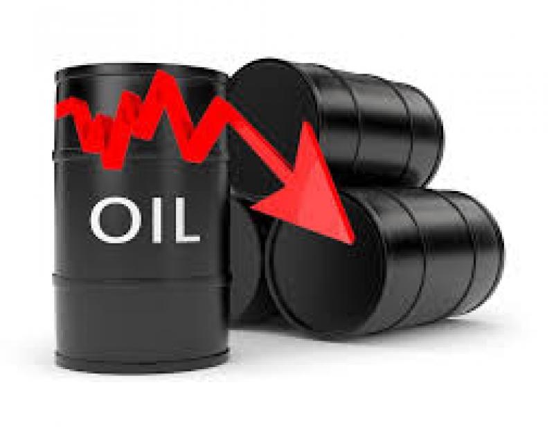 النفط ينخفض بفعل جني الأرباح وارتفاع الدولار