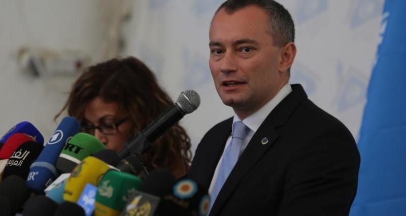ميلادينوف يطالب بإطلاق سراح الأسير القيق