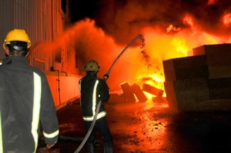 الدفاع المدني يخمد حريقا شب في إحدى العمارات بمدينة الزرقاء