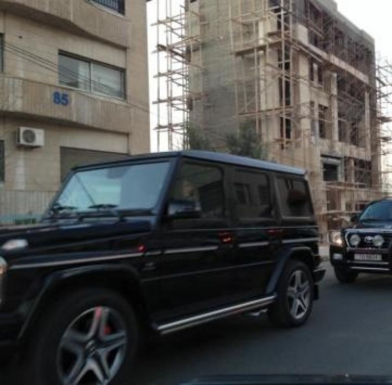 بالصور : الملكة عالقة بأزمة سير ..!!