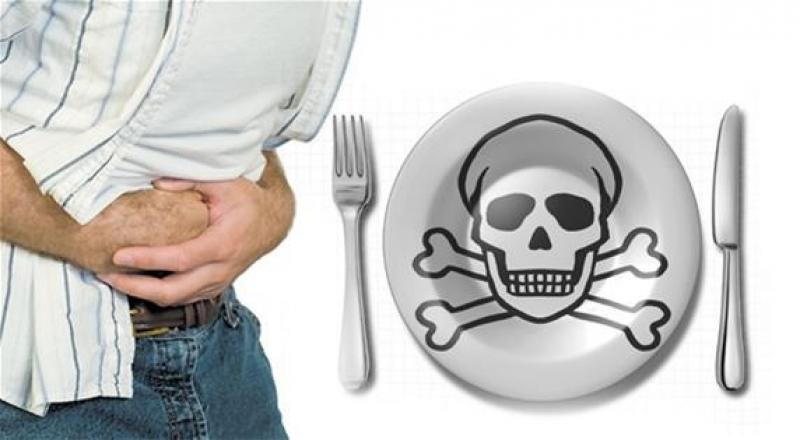 إصابة 6 أشخاص بتسمم غذائي بالموقر