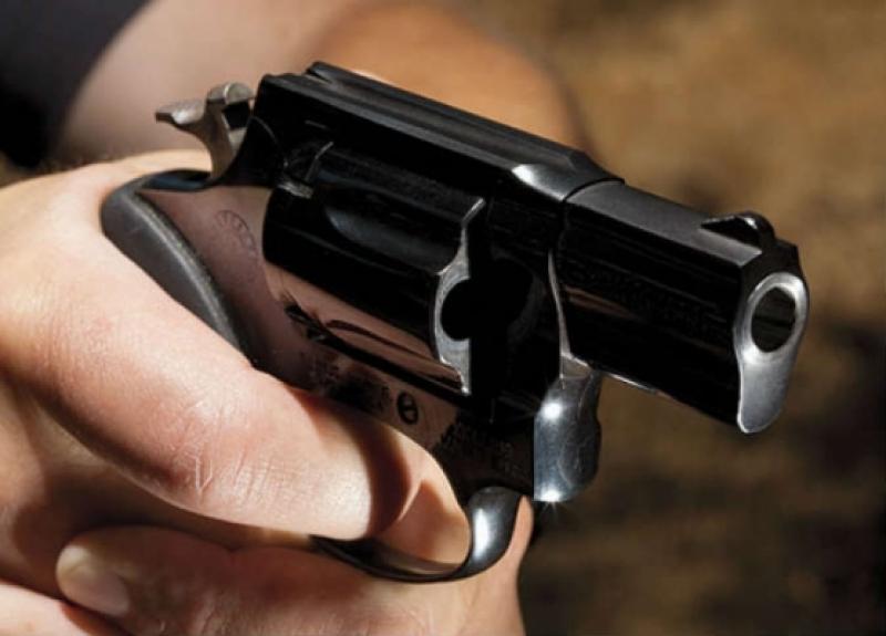 إصابة ضابط وشرطي ومقتل مطلوب في تبادل اطلاق نار بمركز أمن غور الصافي
