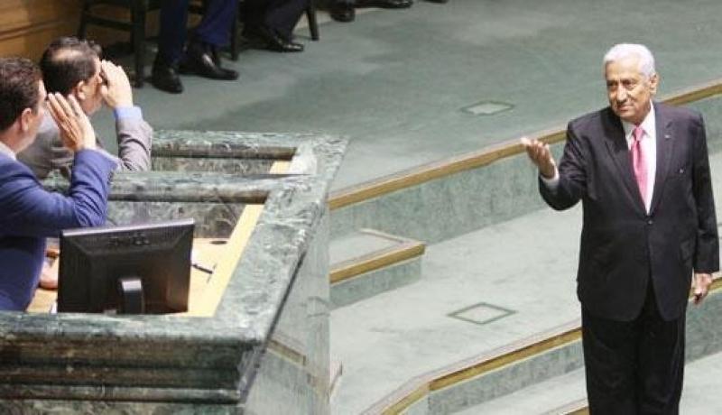 صخب سياسي مستعر بالأردن ودعوات لتسريع ترحيل الحكومة والنواب